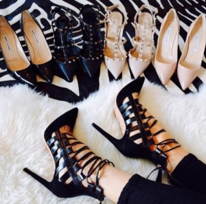 tj4rwv-l-610x610-shoes-style-shoe+addict-black+heels-high+heels-valentino-nude-nude+heels-classy-patent-patent+shoes-pointed+toe+pumps-d+orsay+pumps