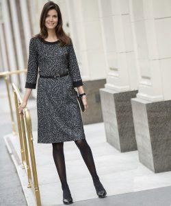 Pour terminer la liste, nous vous proposons une robe assez tendance, pas  trop longue, pas trop courte. La couleur importe peu. Toutefois, vous devez  éviter